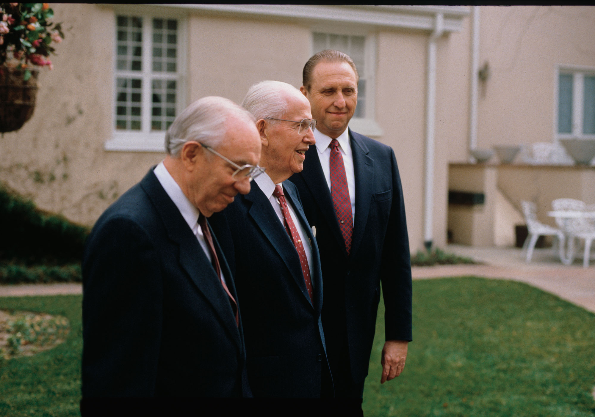 La Primera Presidencia: Ezra Taft Benson, Gordon B. Hinckley, Thomas S. Monson.